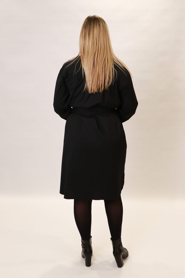 """Repeat"" melna kleita"