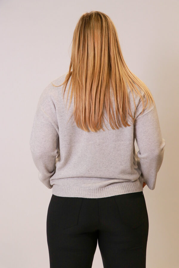 """""""OUI"""" pelēks džemperis"""